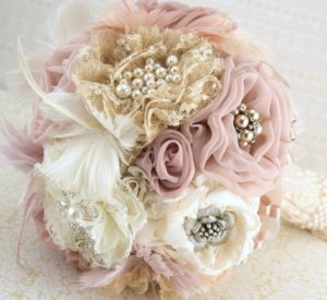 brooch-bouquet-vintage-style-in-ivory-champagne-blush-and-dusty-rose-with-feathers-lace-and-pearls